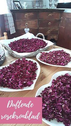 For å bevare lukt på rosene, må de være 100% tørre når du legger dem i glass. Glasset må selvfølgelig også være helt tett. Brukes gjerne i løpet av et år. Etter det vil de tape seg. Det dufter godt her :-) Tapas, Raspberry, Fruit, Rose, Pink, The Fruit, Roses, Raspberries, Pink Roses