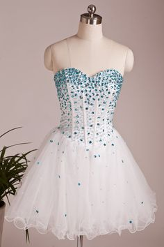 Fashion White Tulle Sweetheart Cocktail Dress With Beading