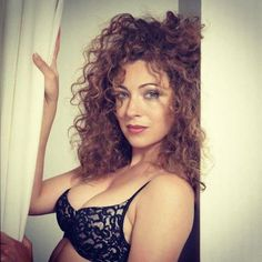 Picture of Alex Kingston Beautiful Celebrities, Beautiful Actresses, Gorgeous Women, Beautiful People, Alex Kingston, Doctor Who Companions, Celebrity Travel, British Actresses, Woman Crush