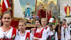 Catholic Poland Prays Rosary on Entire Border