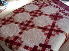 Red and white quilt - breathtaking quilting