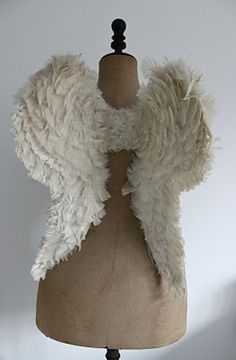 Angel wings :: Seemingly done w/layers of fabric pieces ... ! Surely time-consuming!