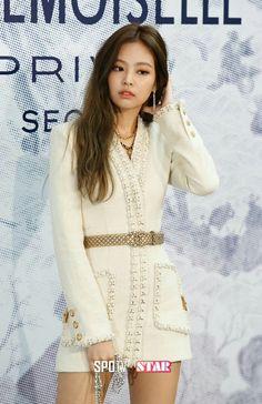 BLACKPINK Jennie's sexy Chanel skirt has everyone googly-eyed — Koreaboo Kim Jennie, Blackpink Fashion, Korean Fashion, Fashion Outfits, Kim Jisoo, Blackpink Photos, Stage Outfits, Swagg, Kpop Girls