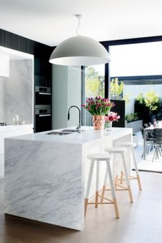 Modern Eat-In Kitchen Ideas (Kitchen design ideas in Decoration, Lighting, and Remodeling for eat-in kitchen style) Home Interior, Kitchen Interior, New Kitchen, Kitchen Dining, Kitchen Decor, Kitchen Ideas, Awesome Kitchen, Kitchen Layout, Design Kitchen