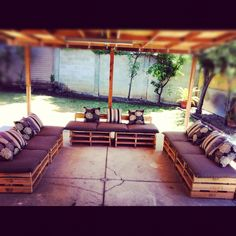 #Pallet patio furniture - Quick/cheap & easy - http://dunway.com