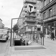 Sveavägen, Rådmansgatans tunnelbanenedgång. - Stockholmskällan