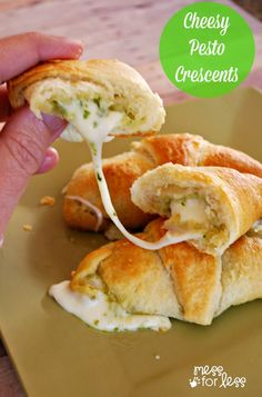Cheesy Pesto Crescen