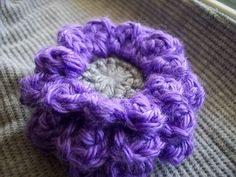 I LOOOOVE this free crochet flower pattern! Perfect flower for everything! Autumn Flower « The Yarn Box The Yarn Box