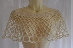 Lacy off-shoulder bridal cape in cream wool