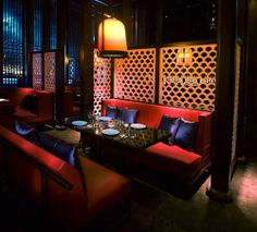 Hakkasan resturant in Abu Dhabi has specified American red oak for its carved wooden lattice screens adding luster to the luxurious interior of the high-class restaurant. They have the same restuarant in London Resturant Interior, Cafe Interior, Luxury Interior, Interior Design, Cantonese Restaurant, Chinese Restaurant, Modern Restaurant, Restaurant Design, Restaurant Lighting