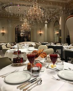 Luxury Lifestyle Women, Old Money, Classy Aesthetic, Luxe Life, Luxury Living, Fine Dining, Rich Life, Luxury Homes, Chill