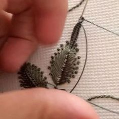 26 Ideas for embroidery leaf stitch quilting patterns Embroidery Leaf, Embroidery Flowers Pattern, Silk Ribbon Embroidery, Embroidery Jewelry, Hand Embroidery Designs, Cross Stitch Embroidery, Crazy Quilt Stitches, Machine Embroidery Projects, Brazilian Embroidery