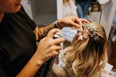 Como escolher a grinalda ideal para seu casamento? Stylish Hairstyles, Engagement, Mariage