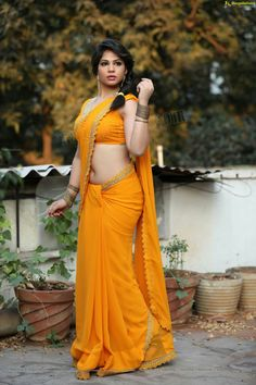 Indian Actress Images, Indian Girls Images, Indian Attire, Indian Wear, India Beauty, Asian Beauty, Saree Navel, Indian Beauty Saree, Beautiful Saree