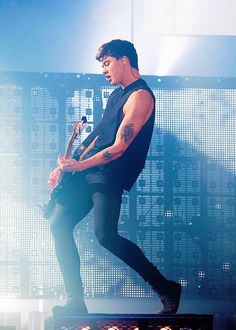 Cal on stage // Wembley Arena // London, UK (6.12.15)