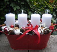 Červený adventní plecháček / Zboží prodejce Silene   Fler.cz Christmas Candles, Christmas Wreaths, Christmas Decorations, Xmas, Table Decorations, Beautiful Christmas, Basket, Home Decor, Christmas Decor
