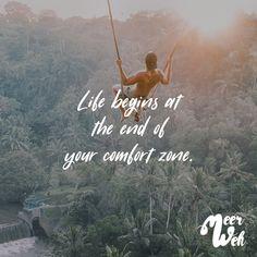 Visual Statements®️ Life begins at the end of your comfort zone. Sprüche / Zitate / Quotes / Meerweh / reisen / Fernweh / Wanderlust / Abenteuer / Strand / fliegen / Roadtrip