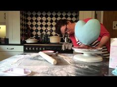 How to make a Gravity Defying Heart Cake - Minnie Mouse Cake - YouTube