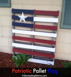 We love this Patriotic Pallet Flag #DIY  for 4th of July!