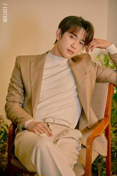 "kobutoririsu: ""Such an innocent boi. Mark looks a bit like a hot accountant. The vunerability. Don't hurt him or I'll fite you. What is 7 edition? Youngjae, Got7 Jinyoung, Jyp Got7, Park Jinyoung, Kim Yugyeom, Mark Jackson, Jackson Wang, Girls Girls Girls, Jaebum"