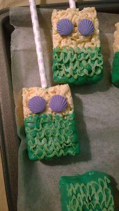 Mermaid Rice Crispy Treats -- cute idea for a mermaid-inspired birthday party. Mermaid Rice Crispy Treats -- cute idea for a mermaid-inspired birthday party. Mermaid Theme Birthday, Little Mermaid Birthday, Little Mermaid Parties, Mermaid Party Food, Ariel Party Food, Mermaid Themed Party, Mermaid Baby Showers, Baby Mermaid, Mermaid Cakes