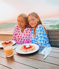 Cute Preppy Outfits, Preppy Girl, Preppy Style, Best Friend Poses, Roller Rabbit, Bff Goals, Gal Pal, Bff Pictures, Sleepover