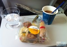 Nudelsalat mit Mini-Geflügelfrikadellen und Grissini - Check more at http://www.miles-around.de/trip-reports/economy-class/lufthansa-airbus-a319-100-economy-class-frankfurt-nach-budapest/,  #A319-100 #Airbus #Airport #avgeek #Aviation #BUD #EconomyClass #Flughafen #FRA #Lufthansa #Trip-Report