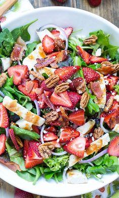 Strawberry Fields Salad with bacon, feta, glazed pecans, grilled chicken - Salat Rezepte - Pecan Recipes Strawberry Fields Salad, Salad With Strawberries, Strawberry Salad Recipes, Fruit Salad, Strawberry Avocado Salad, Greek Cucumber Salad, Raspberry Salad, Antipasto Salad, Grape Salad