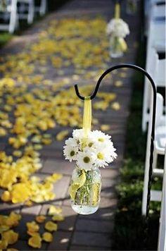 Decoração para um casamento rústico - flores para o caminho até o altar