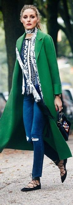 Tendance Chaussures   Denim  Green jacket = Excellent street style