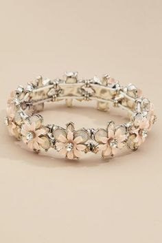 Add a touch of elegance to your ensemble with this pretty flower bracelet Cute Jewelry, Wedding Jewelry, Jewelry Accessories, Women Jewelry, Wedding Rings, Unique Jewelry, Cute Rings, Pretty Rings, Beautiful Rings