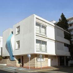 Modern Dollhouse, Villas, Facade, Multi Story Building, Houses, Retro, House Styles, Decoration, Interior