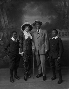 Vintage Images of African American Families We Love! - Black Southern Belle Vintage Family Photos, Vintage Images, Vintage Pictures, Victorian Pictures, African American Fashion, African American History, Native American, Vision Board Diy, Portraits Victoriens