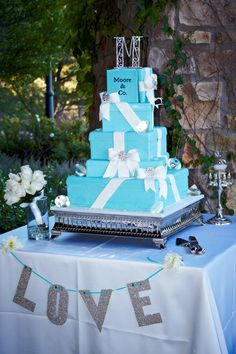 Like the table decor, but the cake should have white & dark blue