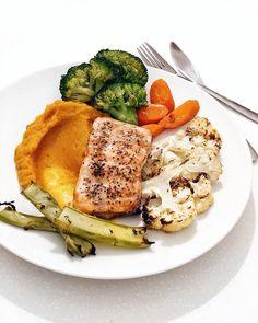 Dagens middag: ovnsbakt laksefilet med ovnsbakt blomkål, brokkoli og brokkolistilk, kokt gulrot og gresskarpuré☺️☺️💯 . . Gresskarpuré: Jeg…