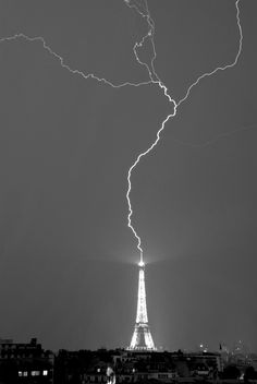 Lightning strike OMG!! That is Awesome...