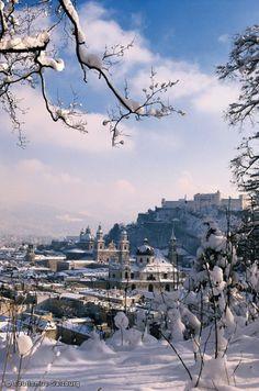 Blick auf die Salzburger Altstadt mit Festung Hohensalzburg und Salzburger Dom