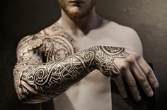Viking Tattoos are very popular among men and women, because it carries a mystical meaning. Vikings were famed for their courage, be it bravery in battle or the unflinching approach towards sailing into the unknown. Viking Tribal Tattoos, Viking Ship Tattoo, Viking Tattoo Sleeve, Tribal Sleeve Tattoos, Tattoos Skull, Sleeve Tattoos For Women, Life Tattoos, Tattoos For Guys, Viking Tattoos For Men