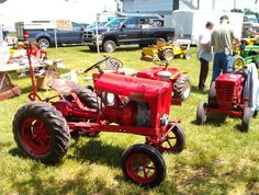 "53 Pond RS-83 ""Senior"", the beginnings of the Wheel Horse garden tractors."