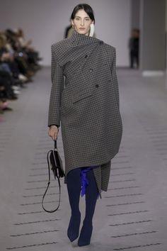 #Balenciaga  #fashion  #Koshchenets  Balenciaga Fall 2017 Ready-to-Wear Collection Photos - Vogue