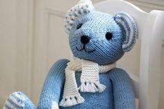 Strickanleitung: Der Teddy aus feiner Merinowolle ist nicht nur kuschelig weich, sondern auch ein echter Hingucker.