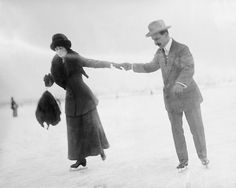 Find images and videos about black and white, winter and retro on We Heart It - the app to get lost in what you love. Ice Skating Party, Skate Party, Skating Rink, Edwardian Era, Victorian, Edwardian Fashion, Vintage Pictures, Vintage Images, Skating Dresses