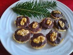Picture of Recept - Košíčky s ořechovou nádivkou Tea Time, Muffin, Cookies, Breakfast, Cake, Food, Holidays, Fashion, Kids