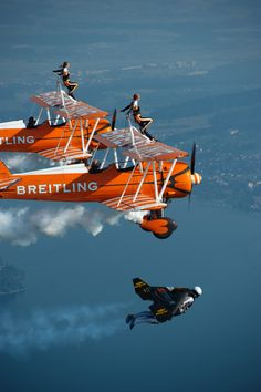 "Yves ""Jetman"" Rossy flies in formation alongside the Breitling Wingwalkers - Imgur) """