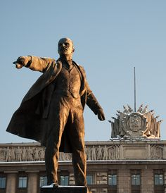 Statue of Lenin in front of the House of Soviets, St Petersburg, Russia