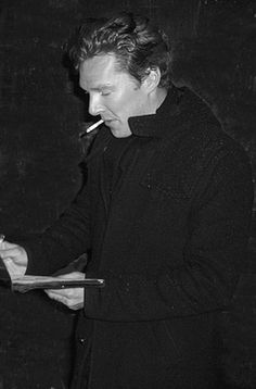 Benedict Cumberbatch looking like an old time Hollywood star - Oi! No smoking! Benedict Sherlock, Benedict Cumberbatch Sherlock, Sherlock Cast, Sherlock Holmes, Benedict And Martin, Teddy Boys, British Actors, British Artists, Hollywood Star