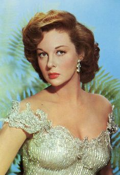 Susan Hayward looks like mother did at that age Viejo Hollywood, Hollywood Icons, Golden Age Of Hollywood, Vintage Hollywood, Classic Hollywood, Old Hollywood Actresses, Old Hollywood Stars, Old Hollywood Glamour, Classic Actresses