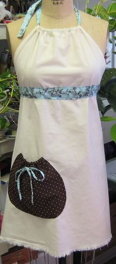 Pinner Said: Farm Girl Apron simple and oh so sweet So many free patterns and ideas for making your own aprons :)