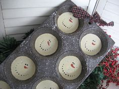 Primitive Snowman Muffin Tin - Large 8 count Muffin Pan .  SUPER simple!