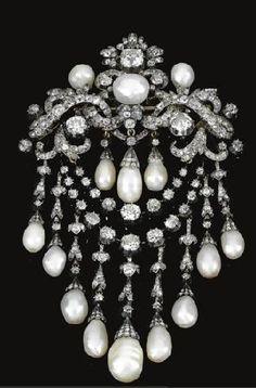 Raríssimo Devant-Corsage em diamantes e pérolas naturais, ca. 1850 - provenientes da colecção do príncipe de la Torre e Tasso por herança da sua avó Maria, princesa Bonaparte